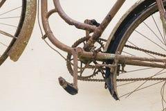 Gammal rostig cykeldetalj Royaltyfri Bild