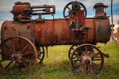 Gammal rostig drevlokomotiv Arkivbilder