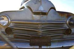 Gammal rostig klassisk bil Arkivfoton
