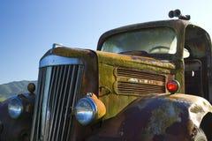 gammal rostig lastbil Royaltyfri Fotografi