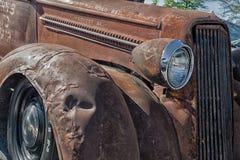 gammal rostig lastbil Arkivfoton