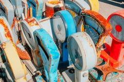 Gammal rostig matvåg Mångfärgade texturer av rostig metall Arkivfoton