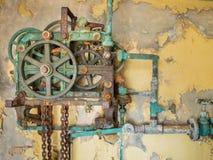 Gammal rostig mekanism Royaltyfria Bilder