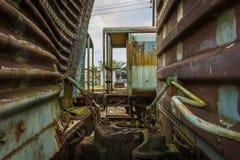 Gammal rostig rysk drevdrevkyrkogård Thailand Royaltyfri Bild