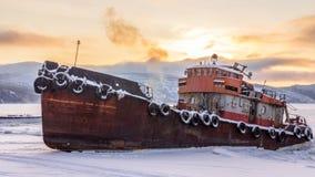 gammal rostig ship fotografering för bildbyråer