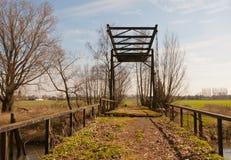 gammal rostig sikt för drawbridge royaltyfria foton