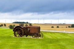 gammal rostig traktor Royaltyfri Fotografi