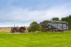 Gammal rostig traktor Royaltyfria Bilder