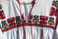 Gammal rumänsk traditionell dräkt Royaltyfria Bilder