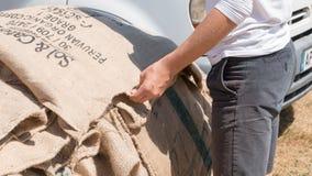 Gammal säckväv för kaffepåsar Arkivfoton
