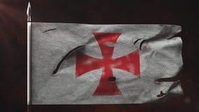 Gammal sönderriven templar flagga som vinkar på spjutet royaltyfri illustrationer