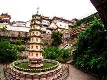 Gammal sakral buddist Kek Lok Si Temple för härligt landskap i Penan royaltyfria foton
