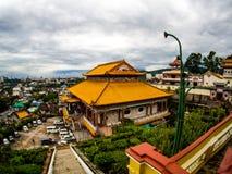 Gammal sakral buddist Kek Lok Si Temple för härligt landskap i Penan royaltyfri fotografi