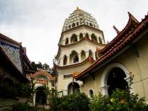 Gammal sakral buddist Kek Lok Si Temple för härligt landskap i Penan royaltyfri bild
