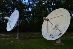 Gammal satellit- disk royaltyfri bild