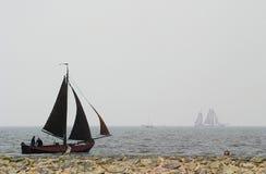 gammal segling för fisherboat royaltyfri bild
