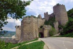 gammal serbisk sten för befästning Arkivbilder