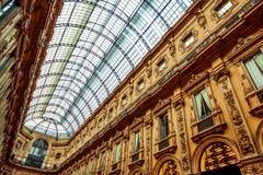 Gammal shoppingmitt i Milan arkivfoton