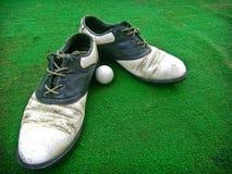 gammal shose för golf Arkivfoto