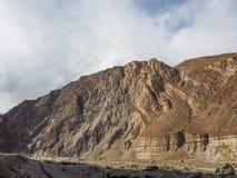 Gammal siden- väg längs den Karakoram huvudvägen i Pakistan Fotografering för Bildbyråer