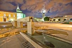 Gammal sikt för natt för Zadar forumspringbrunn Arkivfoto