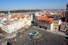 Gammal sikt för stadfyrkant, Prague Arkivbild