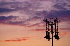 gammal silhouettegata för lampa Royaltyfri Fotografi
