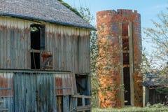 gammal silo för ladugårdtegelsten Royaltyfri Bild
