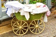 Gammal sittvagn för barn Arkivfoto