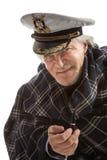 Gammal sjömanman i hatt med röret Royaltyfria Foton