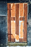 Gammal sjaskig dörr Royaltyfri Fotografi