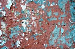 Gammal sjaskig röd och blå vägg royaltyfri bild