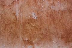 Gammal skadad vägg för tappning med skrapor Royaltyfri Fotografi