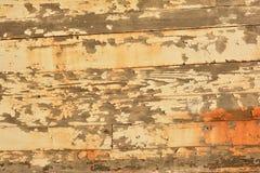 Gammal skalad trätexturbakgrund Arkivfoton