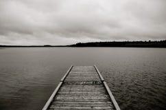 Gammal skeppsdocka på Laurie Lake i svartvitt Royaltyfri Fotografi