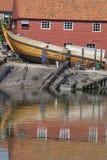 Gammal skeppsvarv i byn av Spakenburg Royaltyfria Bilder