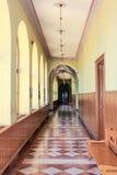 gammal skola för hall arkivbild