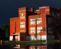 Gammal skola för röd tegelsten i Edmonton Alberta Canada Arkivfoton