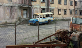 Gammal skolbuss, Kutaisy, Georgia Arkivfoton