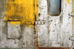 Gammal skrapad dörr Royaltyfri Foto