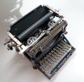 gammal skrivmaskinstappning Arkivfoton