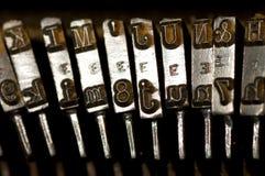 gammal skrivmaskinstappning royaltyfri fotografi