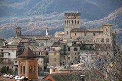 Gammal slott av Roviano, Italien arkivfoto