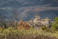 Gammal slott av Roviano, Italien royaltyfri foto