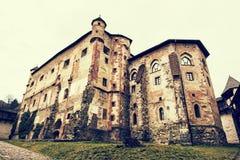 Gammal slott i Banska Stiavnica, slovakisk republik, retro fotofil Royaltyfri Fotografi