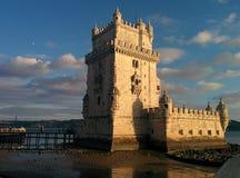 Gammal slott i vattnet som förläggas i vattenfloden Royaltyfri Fotografi