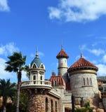 Gammal slott med många fönster fotografering för bildbyråer