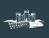 Gammal slottillustration för vektor Gotisk fästning Den drog handen skissar av landskap med tornet bland lantliga fält och kullar Royaltyfria Foton