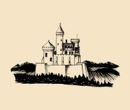 Gammal slottillustration för vektor Gotisk fästningbakgrund Den drog handen skissar av landskap med det forntida tornet i berg Royaltyfri Foto