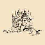 Gammal slottillustration för vektor Gotisk fästningbakgrund Den drog handen skissar av landskap med det forntida tornet i berg Arkivfoton